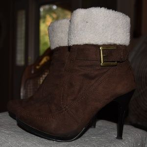 Traffic ankle boot